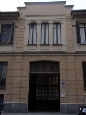 Istituto Sacra Famiglia. Ingresso su via Le Chiuse. Fotografia L&M, 2011.