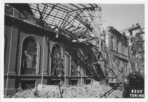 Corso Palestro 1 bis. Biblioteca civica. Effetti prodotti dai bombardamenti dell'incursione aerea dell'8 agosto 1943. UPA 3803_9E02-16. © Archivio Storico della Città di Torino/Archivio Storico Vigili del Fuoco