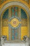 """20 AIII Edoardo Rubino (1871-1954) scultore e Giulio Casanova (1865-1971) mosaici, Tomba Porcheddu, 1912 (Arcata 51); firmata e datata """"ED.RUBINO 1912"""". Fotografia di Roberto Cortese, 2018"""
