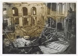 Piazza Carlo Felice 9. Albergo Ligure. Effetti prodotti dal bombardamento dell'incursione aerea del 26 novembre 1942. UPA 2202_9B06-52. © Archivio Storico della Città di Torino