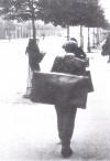 Estate 1943, si sfolla anche a piedi. © Archivio Storico AMMA