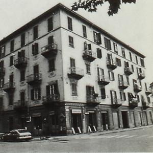 Edificio di abitazione civile con negozi - Corso Tortona 14