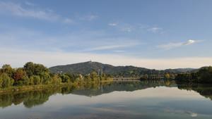 Vista del fiume Po dal ponte di Lungo Stura Lanzo. Sullo sfondo la collina di Torino con Superga (2). Fotografia di Patrizia Mussa, 2010. © MuseoTorino.