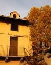 Particolare della casa padronale e del suo abbaino nella cascina Olivero. Fotografia di Edoardo Vigo, 2012.