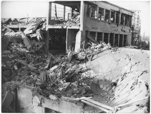 Corso Francesco Ferrucci 122. Fabbrica SPA. Effetti prodotti dal bombardamento dell'incursione aerea del 20-21 novembre 1942. UPA 2065_9B05-05. © Archivio Storico della Città di Torino