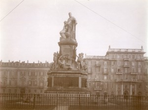 Monumento a Camillo Benso conte di Cavour. Fotografia di Mario Gabinio, 4 dicembre 1923. Fondazione Torino Musei, Archivio fotografico, Fondo Gabinio. © Fondazione Torino Musei