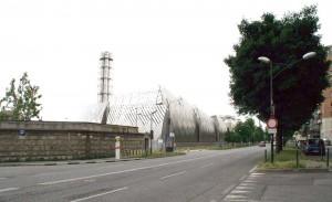 Centrale di teleriscaldamento Iren (dietro vuoto urbano in seguito all'abbattimento degli uffici FIAT). Fotografia di Francesca Talamini, 2015
