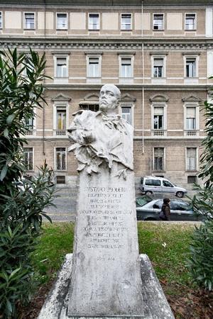 Busto di Gustavo Modena