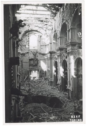 Chiesa Madonna del Carmine, Via del Carmine 3. Effetti prodotti dai bombardamenti dell'incursione aerea dell'8 agosto 1943. UPA 3816_9E02-27. © Archivio Storico della Città di Torino/Archivio Storico Vigili del Fuoco