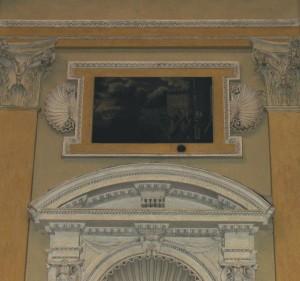 Santa Maria del Monte. Palla di cannone all'interno della chiesa al di sopra della nicchia con la statua lignea di San Fedele da Sigmaringen. Fotografia di Fabrizio Zannoni, 2011.
