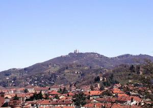La dorsale di Superga vista da Villa Gualino. Fotografia di Stefania Lucchesi.