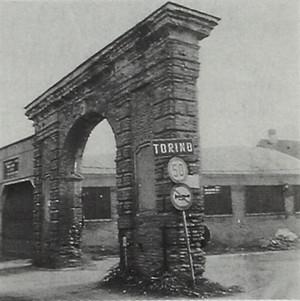 Arco in muratura (accesso ad una cascina, sita ora in territorio di Grugliasco)