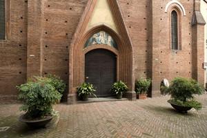 La chiesa di San Domenico (portone d'ingresso). Fotografia di Marco Saroldi, 2010. © MuseoTorino.