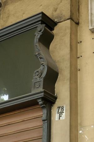 Les Lunettes, ottica, particolare del porta-insegna, Fotografia di Marco Corongi, 2005 ©Politecnico di Torino