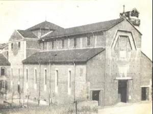 La chiesa negli anni Trenta. Fotografia archivio parrocchiale.