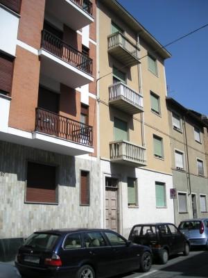 Edificio di civile abitazione e laboratorio in via Leinì 89