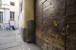 Casa Romagnano (portone). Fotografia di Marco Saroldi, 2010. © MuseoTorino.