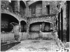 Borgo medievale, effetti dei bombardamenti. Fondazione Torino Musei, Archivio fotografico. © Fondazione Torino Musei