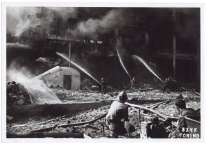 Via Nizza, Stabilimento FIAT Lingotto. Effetti prodotti dai bombardamenti dell'incursione aerea del 29 marzo 1944. UPA 4425_9E05-55. © Archivio Storico della Città di Torino
