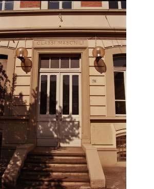 Ingressi separati per le classi maschili e quelle femminili. Scuola elementare Mazzini. ©  Catalogo Beni Culturali Architettonici, Città di Torino-MIBAC