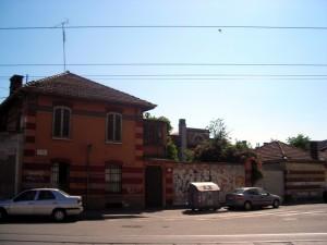Ex magazzino militare, già gallettificio, angolo fra via Modena e corso Palermo. Fotografia di Silvia Bertelli.