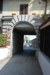Dettaglio del arco portale, conservato e restaurato, della cascina Juva, il Lingotto. Fotografia di Johanna Barilani, 2012.