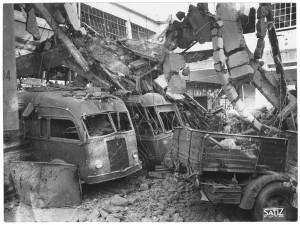 FIAT Autocentro - Stabilimento di Mirafiori. Effetti prodotti dal bombardamento dell'incursione aerea del 20-21 novembre 1942. UPA 2202_9B06-33. © Archivio Storico della Città di Torino