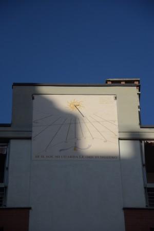 Orologio solare, palazzo in via Isonzo, 123