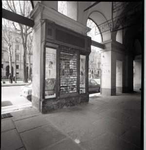Piodi, filati, vetrina a pilastro, 1998 © Regione Piemonte