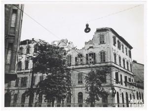 """Scuola Elementare """"Silvio Pellico"""", Via Madama Cristina 102, Via Saluzzo (già Lucio Bazzani 109). Effetti prodotti dai bombardamenti dell'incursione aerea del 12-13 agosto 1943. UPA 3913D_9E03-18. © Archivio Storico della Città di Torino/Archivio Storico Vigili del Fuoco"""