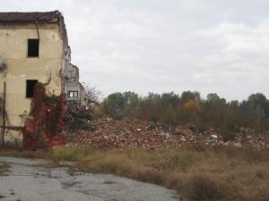 Area demolita della cascina Meisino. Fotografia di Carlotta Venegoni, 2012.