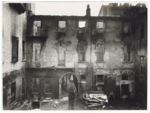 Via Stampatori, Palazzo Balbo Bertone di Sambuy. Effetti prodotti dai bombardamenti dell'incursione aerea del 20-21 novembre 1942. UPA 1796_9B01-26. © Archivio Storico della Città di Torino