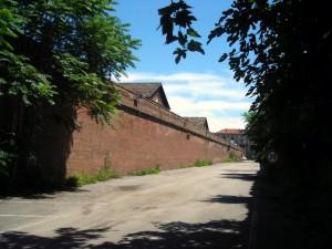 Muro perimetrale lato Sud. Fotografia di Silvia Bertelli.