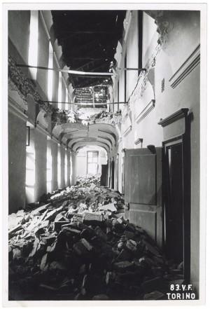 Santuario della Consolata (interni), Piazza della Consolata. Effetti prodotti dai bombardamenti dell'incursione aerea del 12-13 agosto 1943. UPA 3903_9E03-07. © Archivio Storico della Città di Torino/Archivio Storico Vigili del Fuoco
