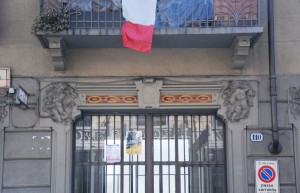 Particolare della decorazione del portale di ingresso. Fotografia di Giuseppe Beraudo, 2011