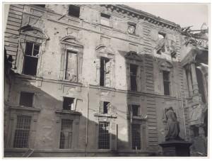 Via Giovanni Giolitti (già Via Mario Gioda 26), Palazzo delle Corporazioni. Effetti prodotti dai bombardamenti dell'incursione aerea dell'8 dicembre 1942. UPA 2652D_9C04-09. © Archivio Storico della Città di Torino