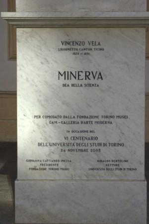 Monumento a Minerva, iscrizione. Fotografia di Giuseppe Caiafa, 2011.