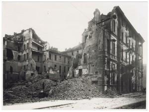 Orfanotrofio, Via della Consolata angolo Piazza Savoia. Effetti prodotti dai bombardamenti dell'incursione aerea dell'8 dicembre 1942. UPA 2718_9C05-32. © Archivio Storico della Città di Torino