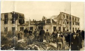Il fabbricato a incendio appena domato, 8 gennaio 1961. ASCT archivio GDP sez I-1559