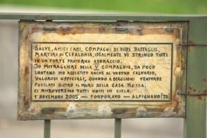 Monumento ai Caduti di Cefalonia e Corfù, messaggio. Fotografia di Giuseppe Caiafa, 2011