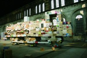 OGR. Locomotiva di scatole esposta nelle OGR per la mostra