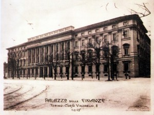 Il palazzo visto da corso Vinzaglio, 1915 (da: GRUPPO STUDI GALLERIE STORICHE DI TORINO, p. 79).