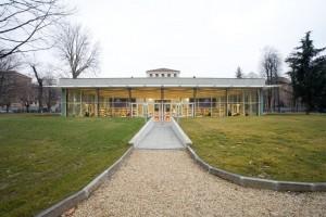 Retro della biblioteca civica di villa Amoretti. Fotografia di Roberto Goffi, 2006.