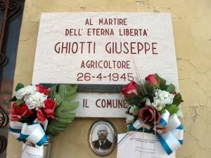 Lapide dedicata a Ghiotti Giuseppe, in via Reiss Romoli 114. Fotografia di Sergio D'Orsi, 2013