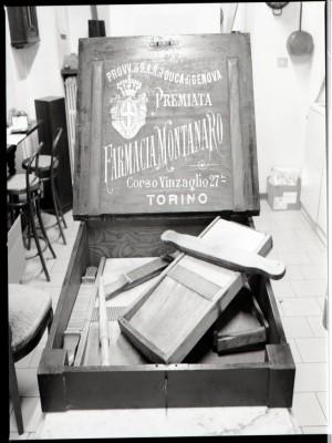 Farmacia Montanaro-Bacolla, nécessaire per pillole, 1998 © Regione Piemonte