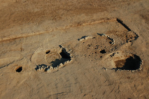 I resti delle capanne circolari più recenti del villaggio medievale di X-XII secolo. © Soprintendenza per i Beni Archeologici del Piemonte e del Museo Antichità Egizie.