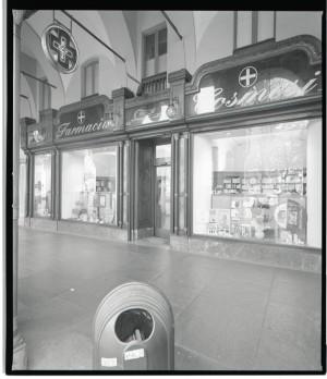 Nuova farmacia cosmesi, già Old England, esterno, 1998 © Regione Piemonte