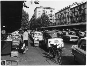 Mercato in via Madama Cristina © Archivio Storico della Città di Torino (ASCT, Fototeca, 11B12_068)