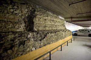I resti delle mura romane all'interno del parcheggio sotterraneo di piazza Emanuele Filiberto (1). Fotografia di Marco Saroldi, 2010. © MuseoTorino.