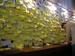 La sala post-it. © Museo Diffuso della Resistenza, della Deportazione, della Guerra, dei Diritti e della Libertà